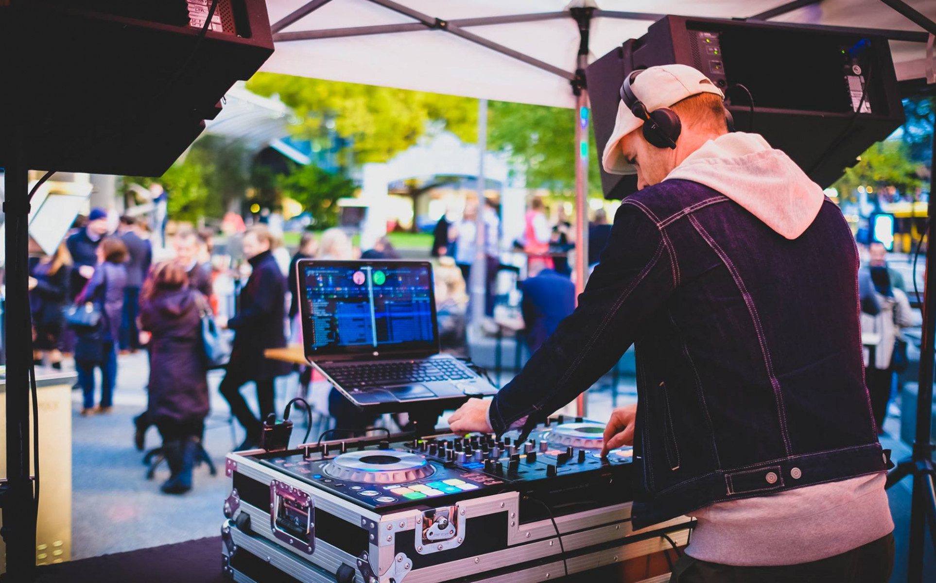 Wellington DJs for hire | Wellington Wedding DJs - DJ Deano