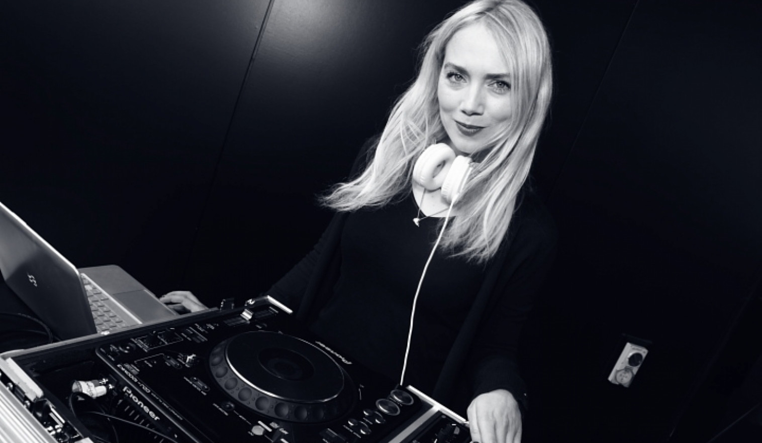 Auckland DJs for Hire | Find a DJ - Phoebe Falconer